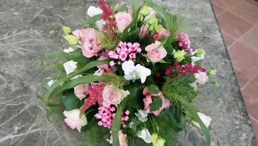 dezenter Strauss mit pinken Blumen